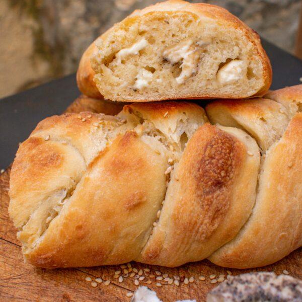Peppered Ġbejna braided bread