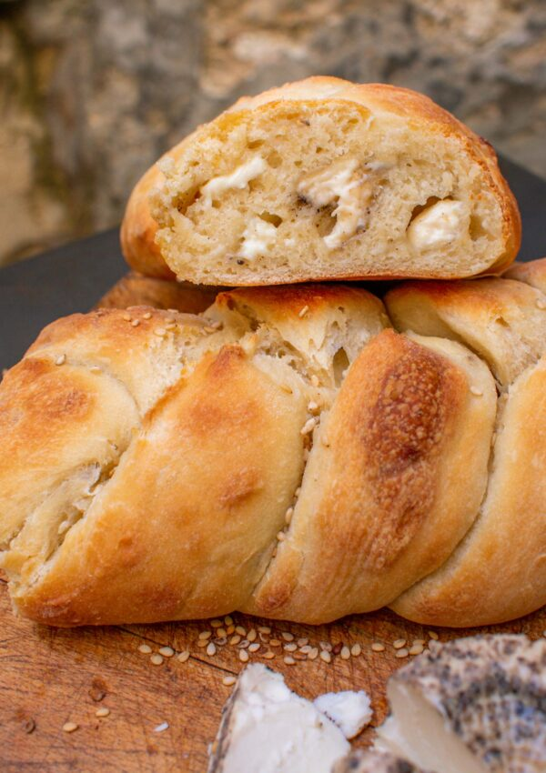 Peppered Ġbejna braided bread